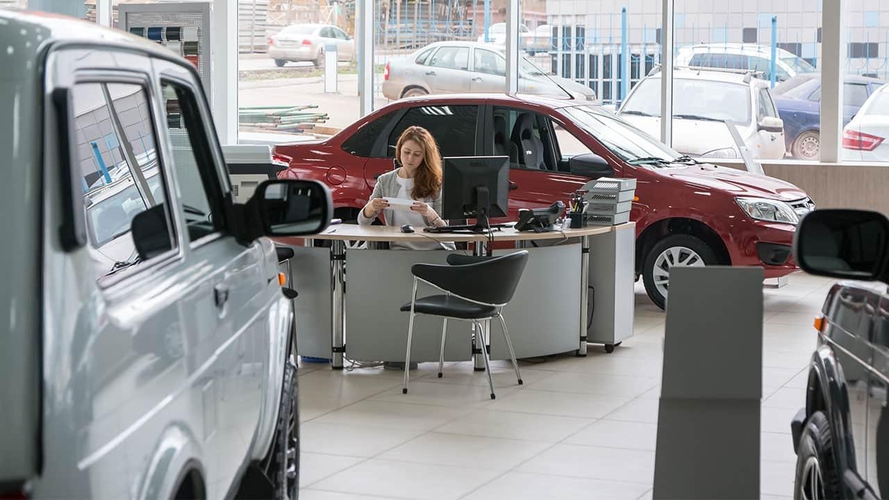 Ram dealership Manhattan – Leasing vs Buying – Pros & Cons