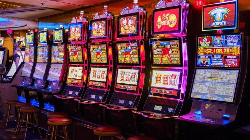 TV shows and treasure hunters themed slot machine